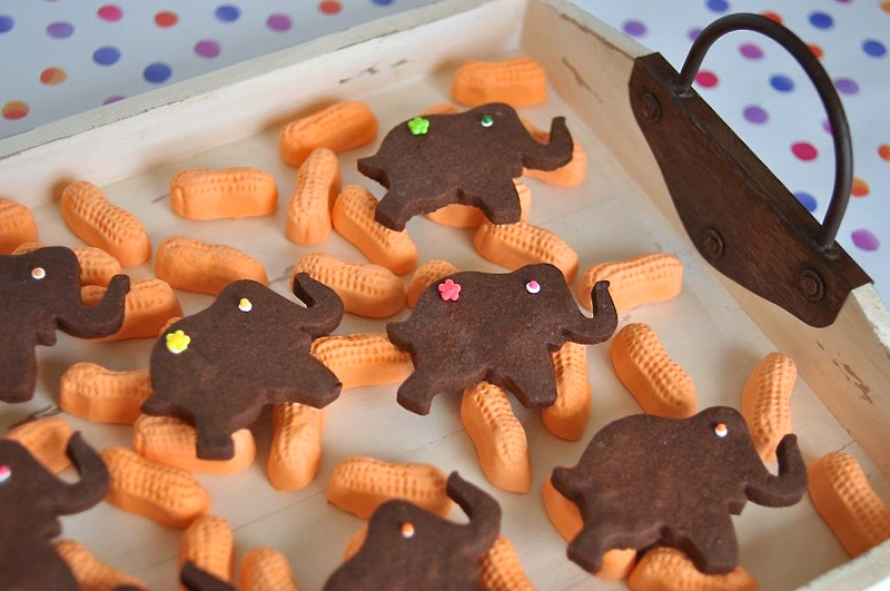 Elephant Cookies with Circus Peanuts | Sweeterville.com