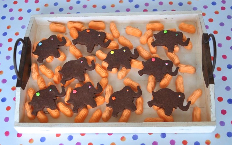 Tray of Elephant Cookies with Circus Peanuts | Sweeterville.com