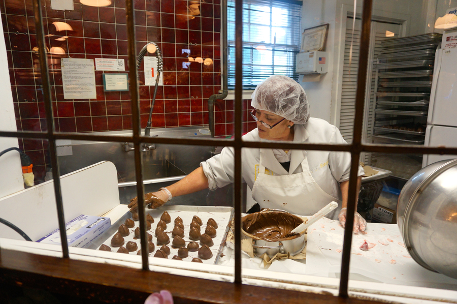 Chocolate-covered Strawberries at Long Grove Confectionery | Sweeterville.com